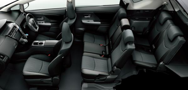 carlineup_priusalpha_interior_seat_04_pc[1]