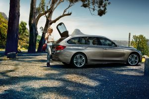 3-series-touring-wallpaper-1920x1200-8.jpg.asset.1435072839599