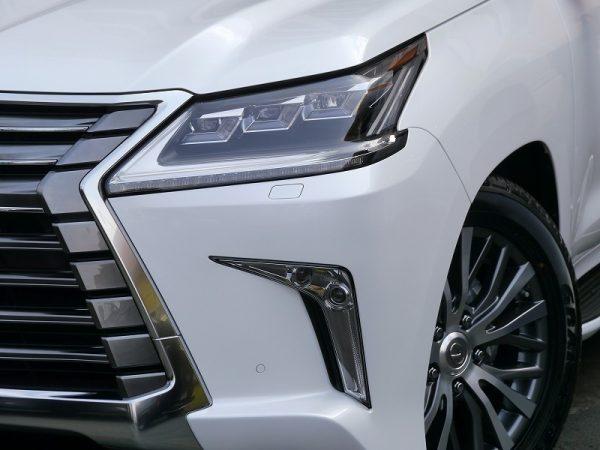 LEXUS_LX570-custom_demo_car-headlight