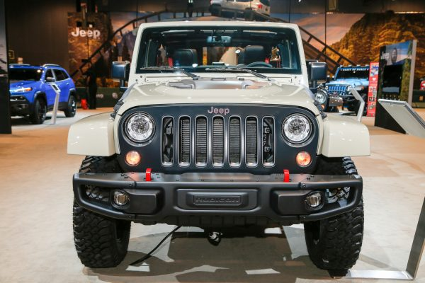 2017-Jeep-Wrangler-Rubicon-Recon-front-end