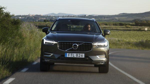 2018-Volvo-XC60__03