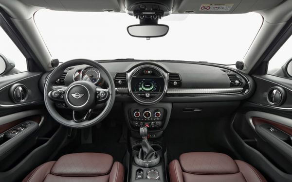 mini-f54-clubman-interior-01