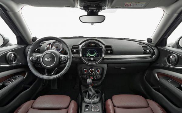 mini-f54-clubman-interior-01