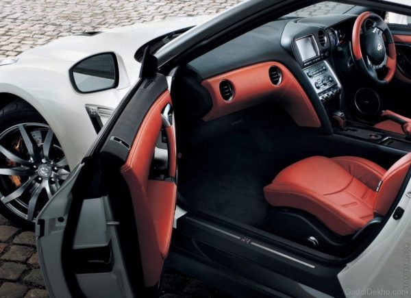 Nissan-GTR-Open-Door-GD12354