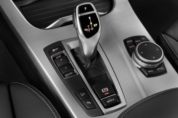 2017-bmw-x3-xdrive28d-suv-gear-shift