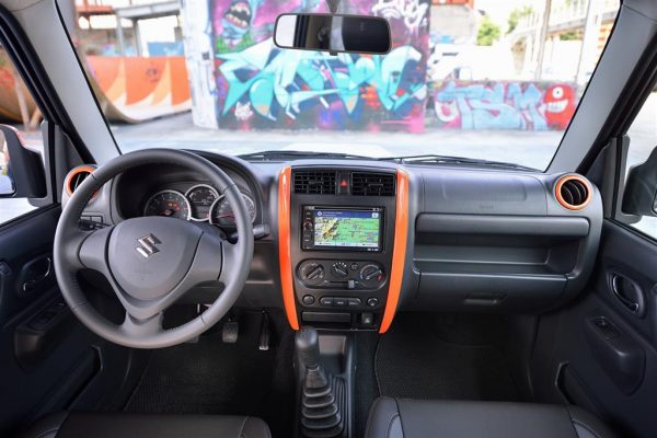 Suzuki-Jimny-Street-Limited-Edition-Interiors