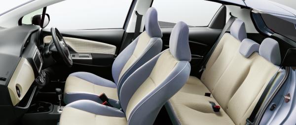 carlineup_vitz_interior_seat_3_09_pc[1]