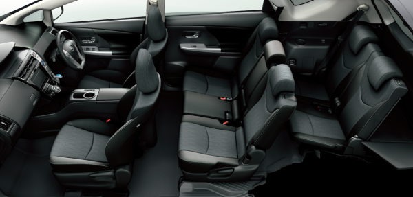 carlineup_priusalpha_interior_seat_04_pc[1]