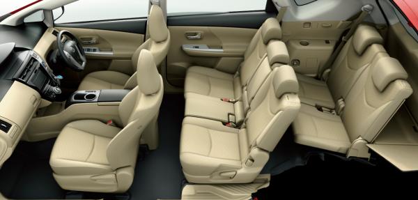 carlineup_priusalpha_interior_seat_07_pc[1]