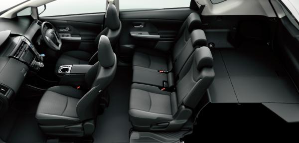 carlineup_priusalpha_interior_seat_13_pc[1]