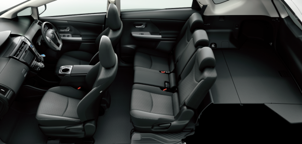 carlineup_priusalpha_interior_seat_13_pc[1]