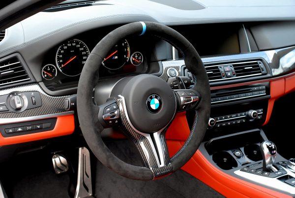 BMW%20M%20Performance%20F10%20M5%20ステアリング[1]