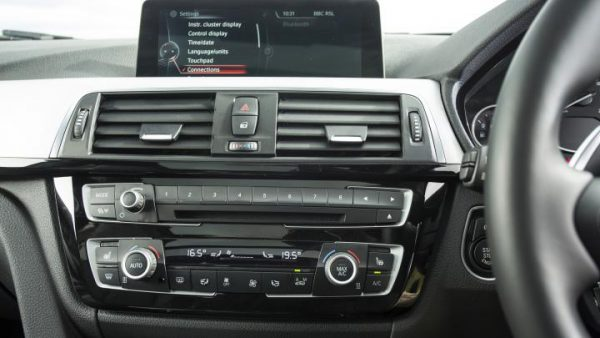 bmw-3-series-touring-estate-2015-infotainment[1]