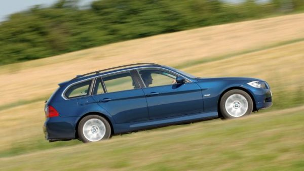 bmw-3-series-touring-side-tracking[1]