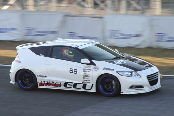 max-racing-honda-cr-z-loves-racetracks_11