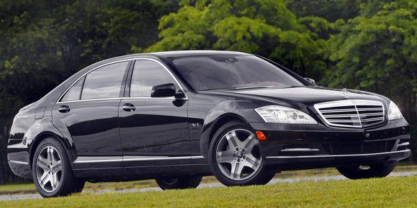 2009_Mercedes-Benz_S600_(_W221_)_-_USA_version_001_5848[1]