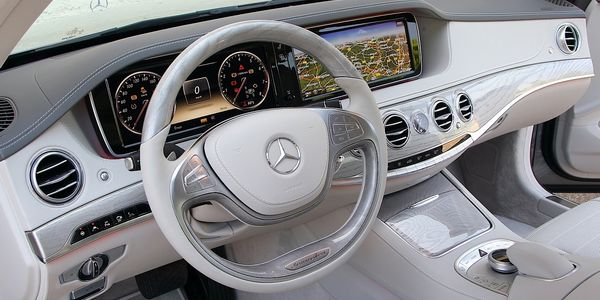 mb-usa-releases-s-class-w222-presentation-footage-video_9[1]