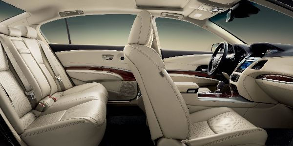 2016-rlx-interior-with-technology-package-with-seacoast-interior1