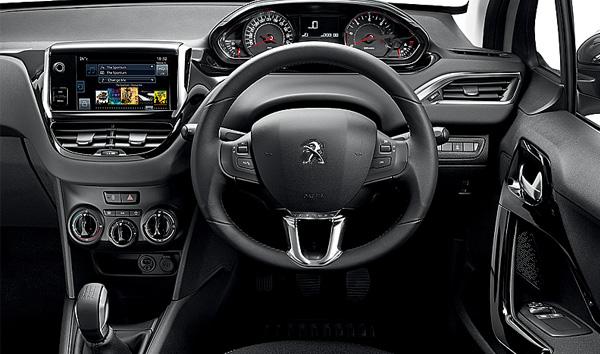 peugeot_208_steering_wheel_and_instrument_panel1