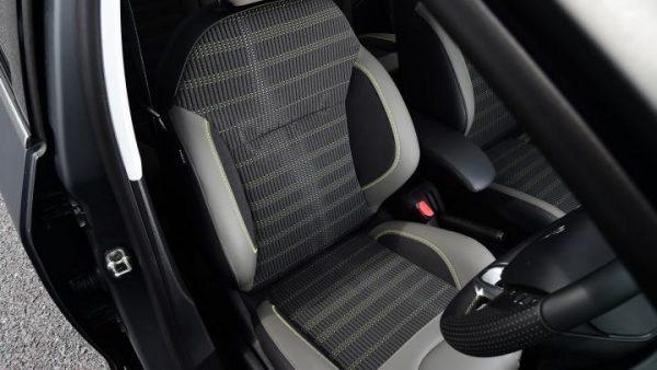 peugeot-208-hatchback-2015-front-seats-21