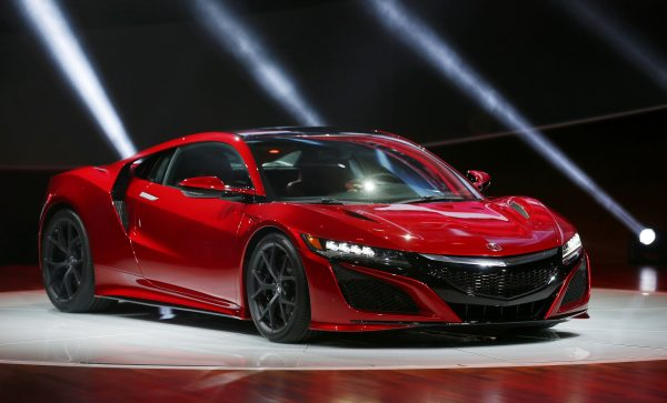 The 2015 Acura NSX is displayed during the first press preview day of the North American International Auto Show in Detroit, Michigan, January 12, 2015. REUTERS/Mark Blinch (UNITED STATES - Tags: TRANSPORT BUSINESS)