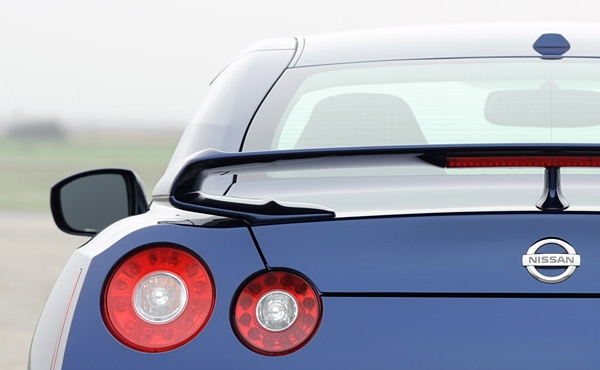 2012-nissan-gt-r-rear-view_431