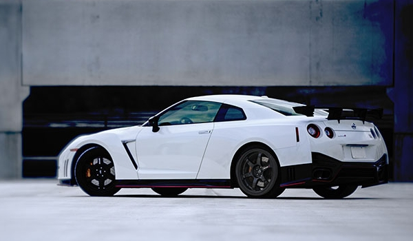 """The engine in each Nissan GT-R NISMO is hand-assembled from beginning to end in a special clean room by specially trained technicians, a process similar to racing powerplant construction. An aluminum plate is added to the front of each engine showing the name of the """"Takumi"""" engine craftsman."""