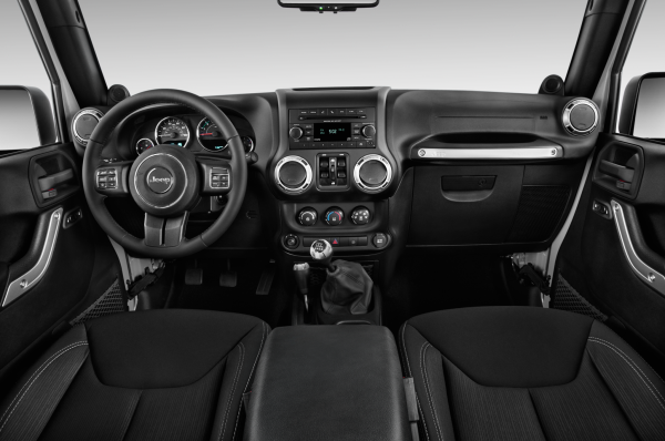 2015-jeep-wrangler-unlimited-rubicon-4x4-suv-dashboard