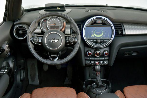 2016-Mini-Convertible-Cooper-S-dashboard-1