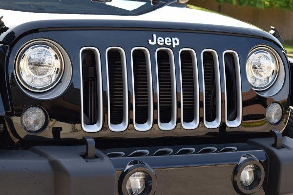 2017-Jeep-Wrangler-LED-headlamps