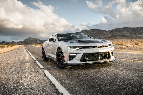 2017-Chevrolet-Camaro-SS-1LE-front-three-quarter-01