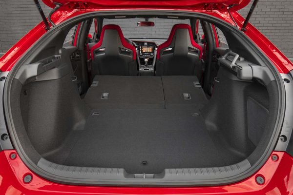 2017-Honda-Civic-Type-R-rear-seats-folded-down-02