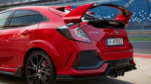 2017-honda-civic-type-r-03