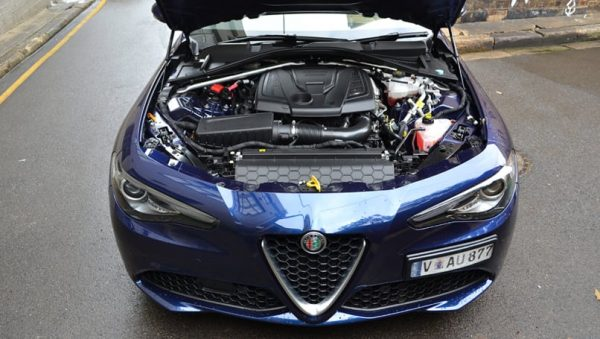 Alfa-Romeo-Giulia-Super-Petrol-Sedan-Blue-Richard-Berry-1001x565p (9)