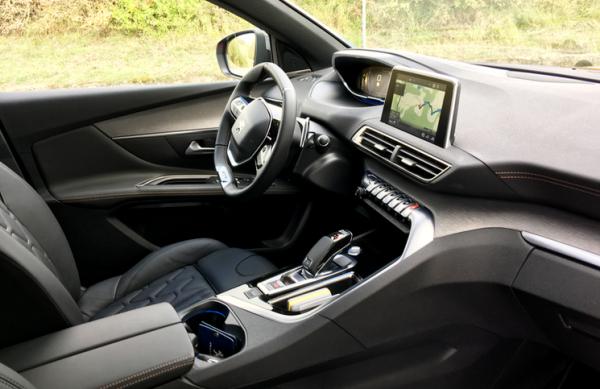 2016-Peugeot-3008-SUV-inside