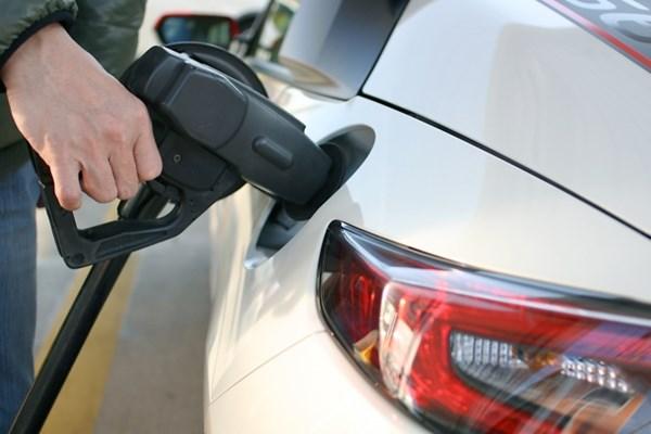 ガソリン車の給油