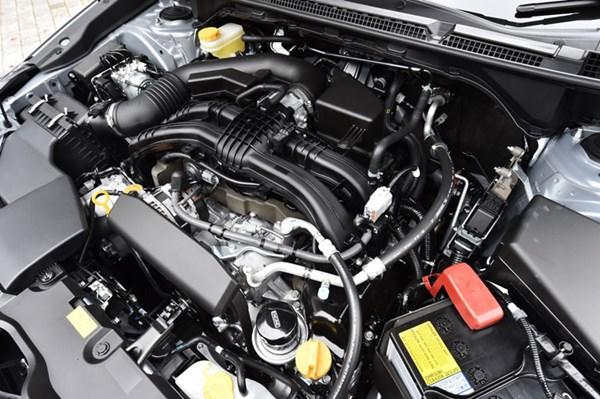 スバルインプレッサスポーツの水平対向エンジン